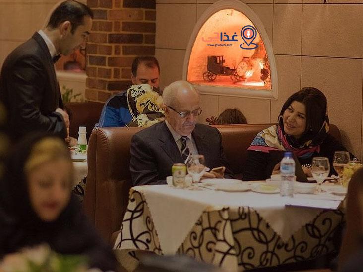 رستوران نایب یکی از رستوران های قدیمی تهران